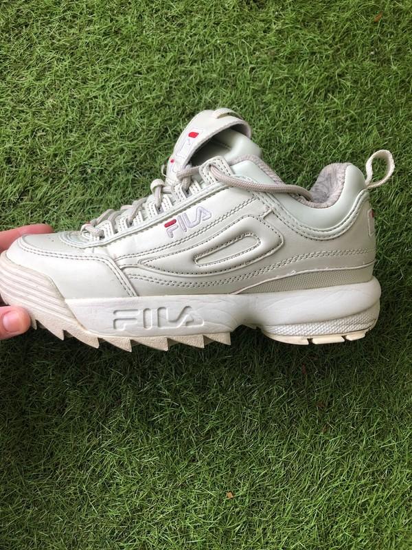 Chaussures de running gris foncé et fushia fila
