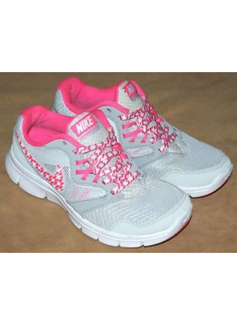 Size 3 nike running trainers