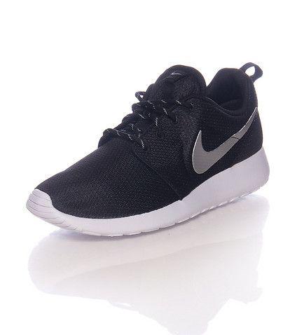 Nike sneakers low top