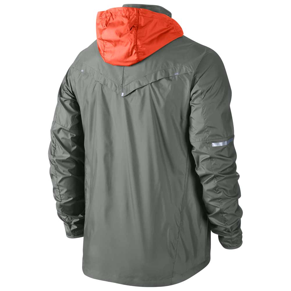 Running nike as vapor jacket