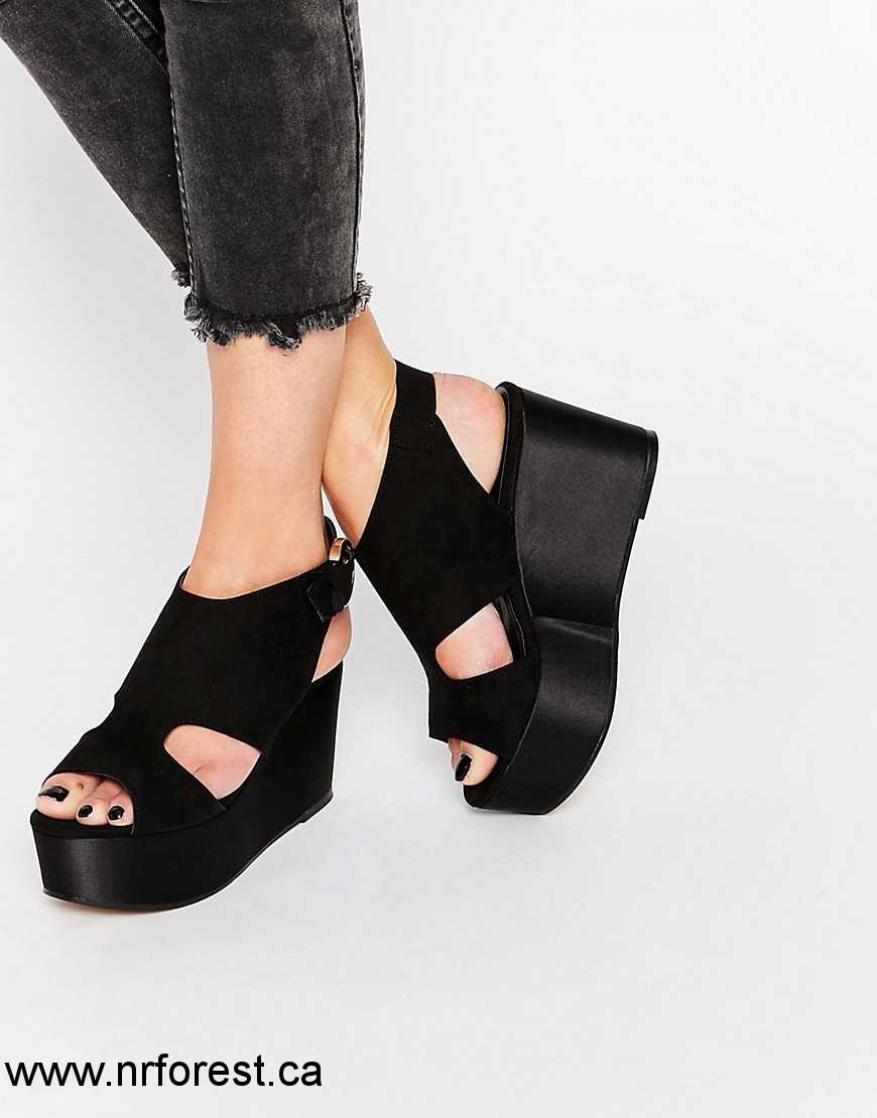 Chaussure compensée noir daim