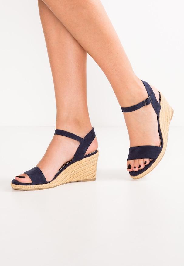 Sandale femme fermée devant