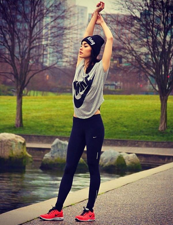 Nike running tops womens