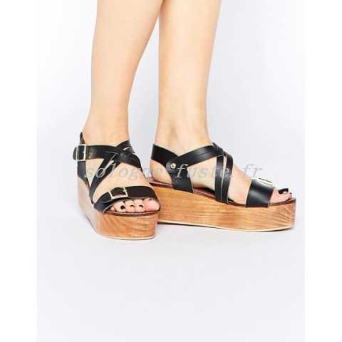Sandale fermée plate femme