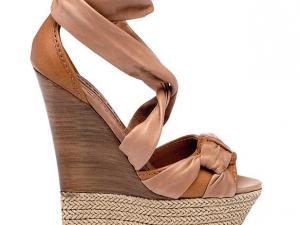 Chaussures compensées en cordes chez besson