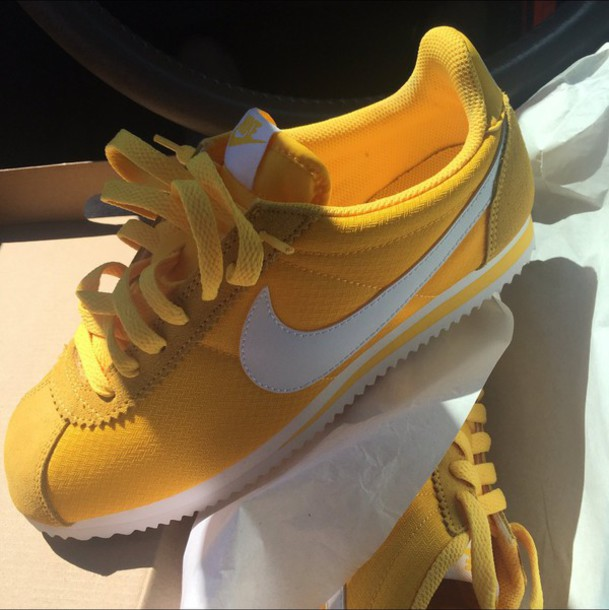 Nike sneakers yellow